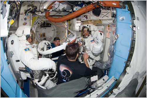 Preparativos para el tercer paseo espacial - NASA