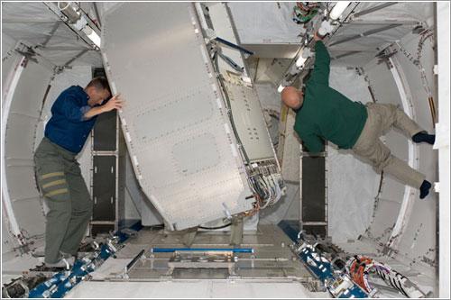 Instalando módulos en Kibo - NASA