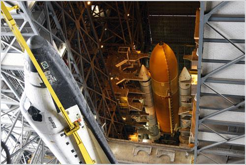 Atlantis en el VAB - NASA