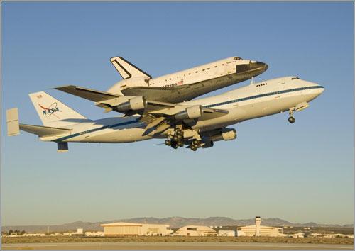 El Endeavour a su partida de California - NASA