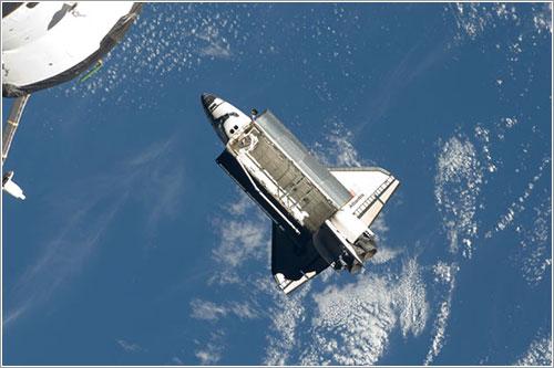 Atlantis alejándose de la ISS - NASA
