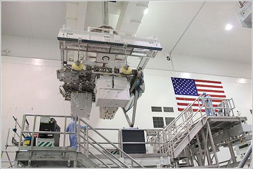 El ExPRESS 1 durante su carga - NASA