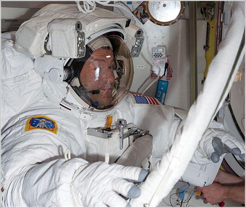 Patrick en la cámara Quest - NASA