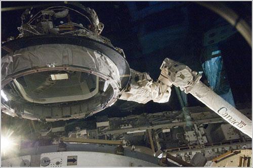 El adaptador durante su traslado - NASA