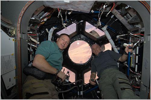 Terry Virts y Jeffrey Williams en la Cúpula -NASA
