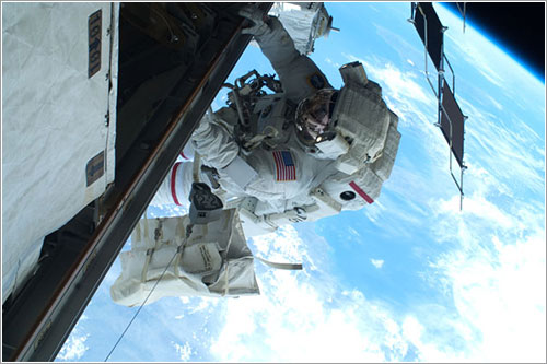 Mastracchio durante el segundo paseo espacial - NASA