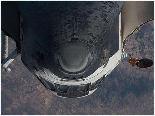 Discovery durante la RPM de la misión STS-131 - NASA
