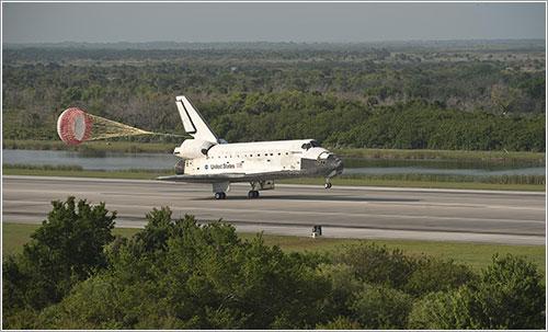 El Discovery aterrizando - NASA/Bill Ingalls