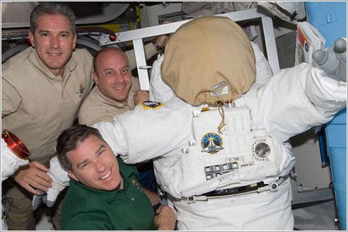 Astronautas y traje espacial - NASA