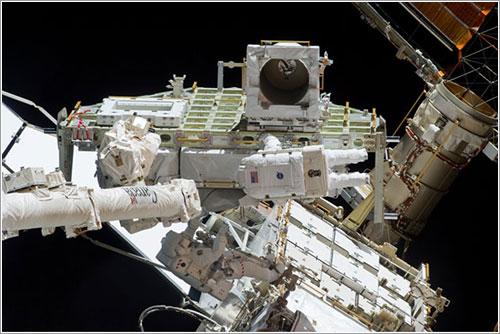 Garrett y Reisman durante el paseo espacial - NASA