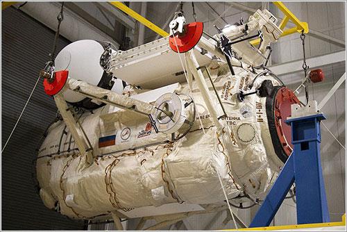 Rassvet durante su procesado en el KSC - NASA/Jack Pfaller