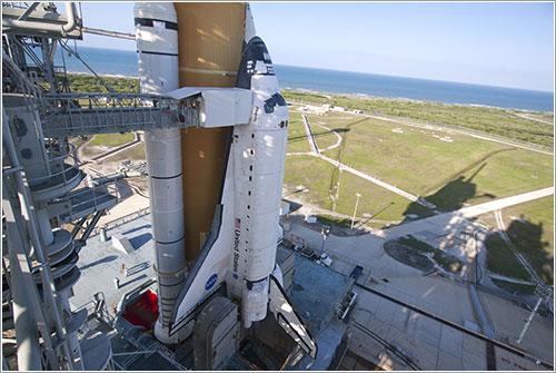 Atlantis en la plataforma - NASA/Jack Pfalle