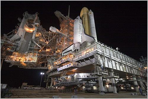 El Discovery y la RSS - NASA/Jack Pfaller