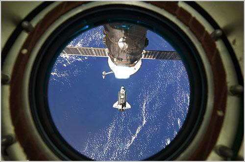El Discovery se aproxima a la ISS en su última misión - NASA