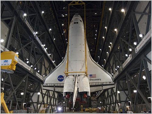 El Discovery en el VAB - NASA/Jack Pfaller