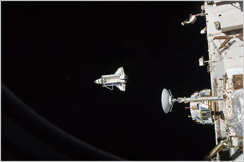 Adiós al Discovery desde la ISS - NASA