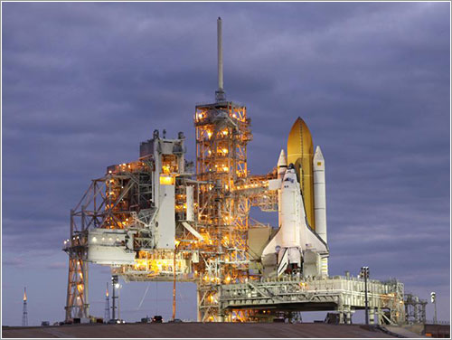 El Discovery durante la carga de la RSS - NASA/Troy Crider