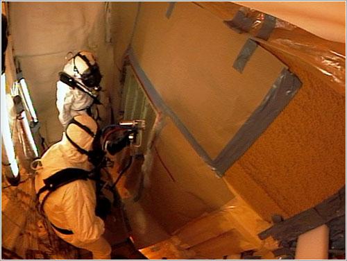 Aplicación de la nueva capa de espuma aislante - NASA
