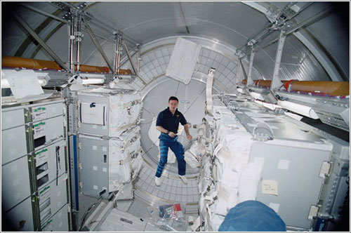 Interior del módulo Leonardo - NASA