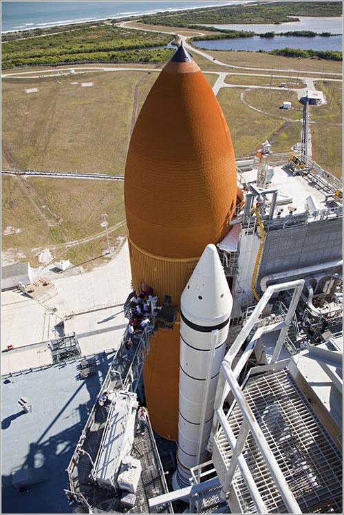 Técnicos de la NASA trabajando en el GUCP - NASA