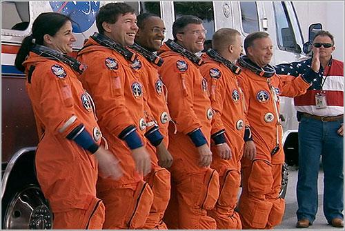 La tripulación a punto de subir a la AstroVan - NASA TV