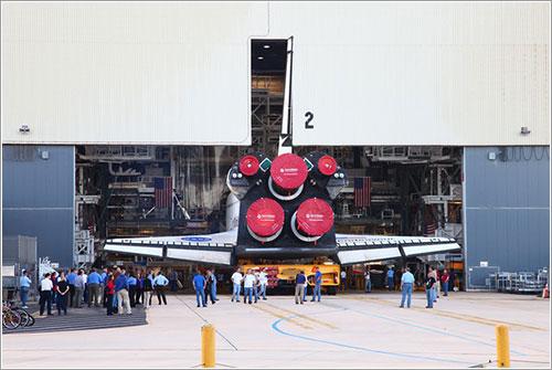 El Endeavour entrando en el VAB - Alan Walters - awaltersphoto.com