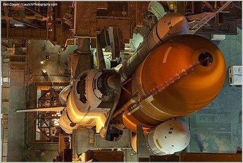 El Endeavour en el VAB - Ben Cooper / LaunchPhotography.com