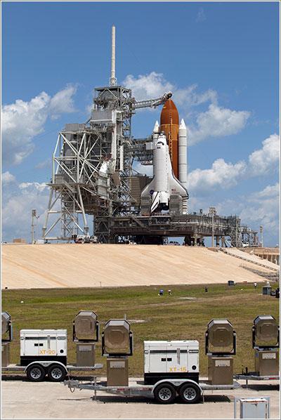 El Endeavour en la plataforma de lanzamiento - NASA/Frankie Martin