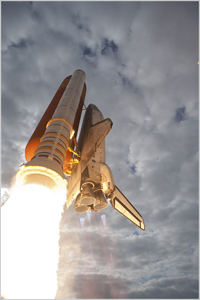 El Endeavour despegando en la misión STS-134