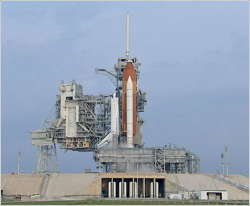 El Endeavour sobre la plataforma de lanzamiento - NASA