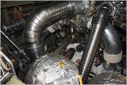 Técnicos trabajando en las reparaciones - NASA