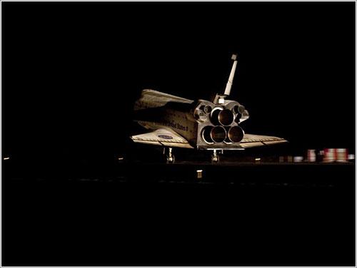 Atlantis tomando tierra - NASA/Kim Shiflett