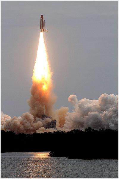 Lanzamiento de la misión STS-135