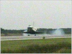 Aterrizaje del Discovery en la misión STS-121