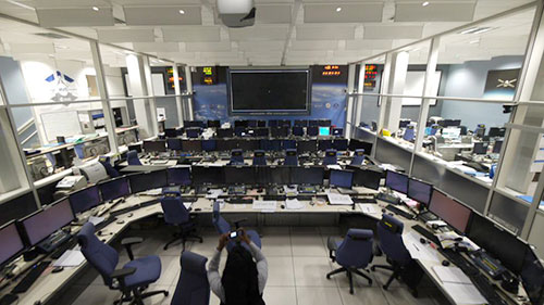 La sala de control de los ATV, vacía