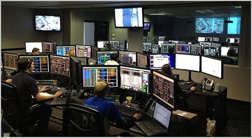 La sala de control durante el simulacro - SpaceX