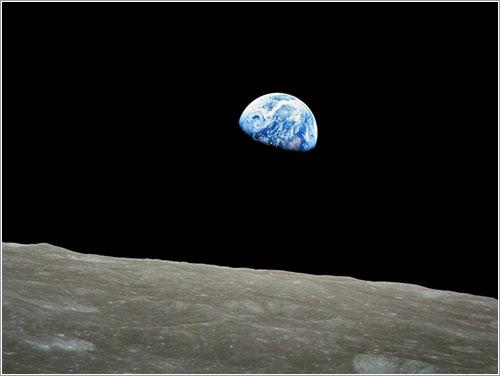 Sale la Tierra en la Luna