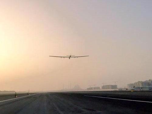El SI2 despegando para la primera etapa de su vuelo alrededor del mundo