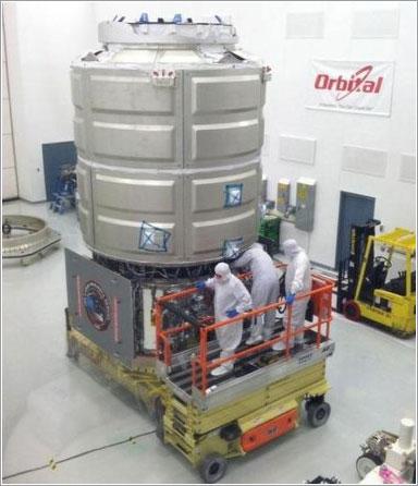 El simulador de la Cygnus durante su montaje