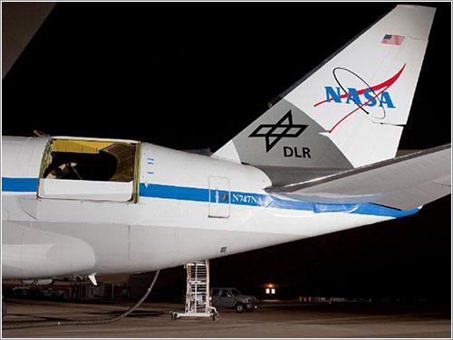 Sofia con la cubierta abierta - NASA Photo / Tom Tschida