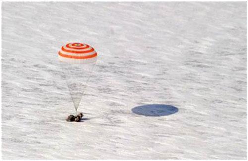 La Soyuz TMA-01M toma tierra