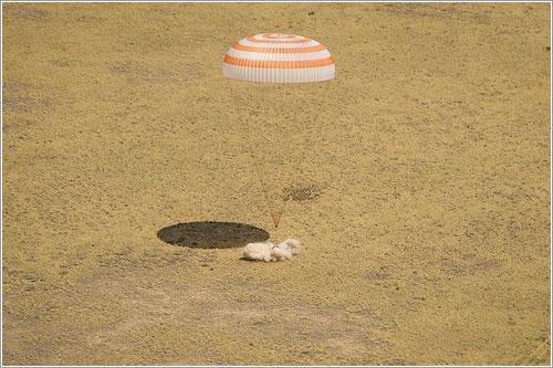 La TMA-04M justo en el momento del aterrizaje - NASA