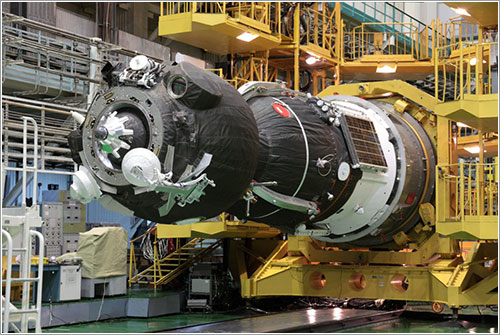 La TMA-05M antes de ser subida al lanzador