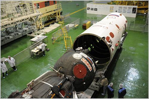 La TMA-07M durante el proceso de integración - Roscosmos