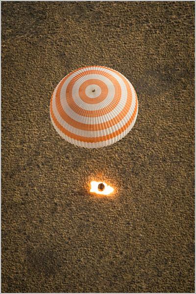 La Soyuz TMA-08M frenando