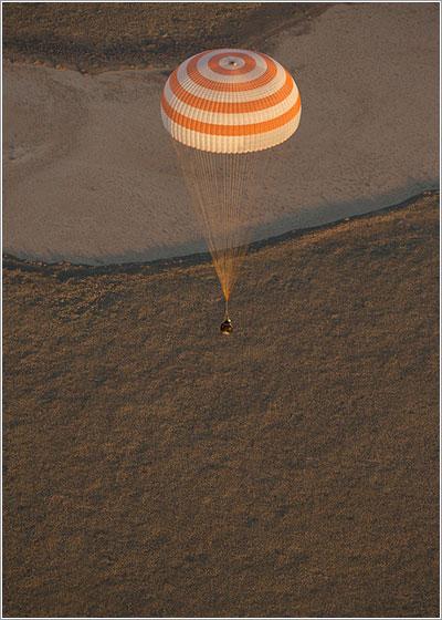 La TMA-09M momentos antes de tomar tierra