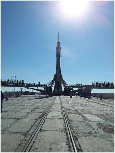 La TMA-09M sobre su lanzador