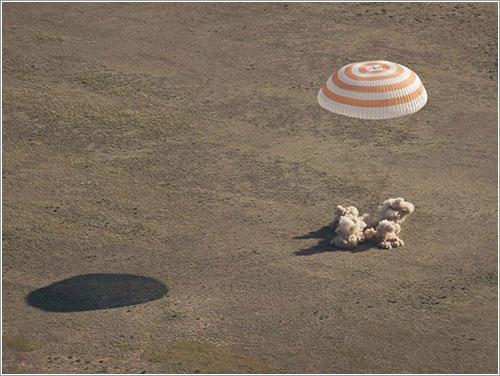 La TMA20 aterrizando - NASA/Bill Ingalls