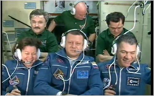 Los seis miembros de la Expedición 26 - ESA / NASA TV