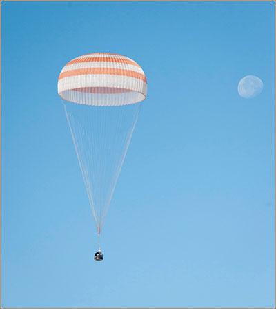 La Soyuz TMA-21 en pleno descenso